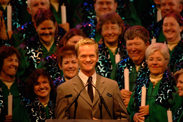 Celebrity Narrators Confirmed for the 2016 Candlelight Processional at Epcot