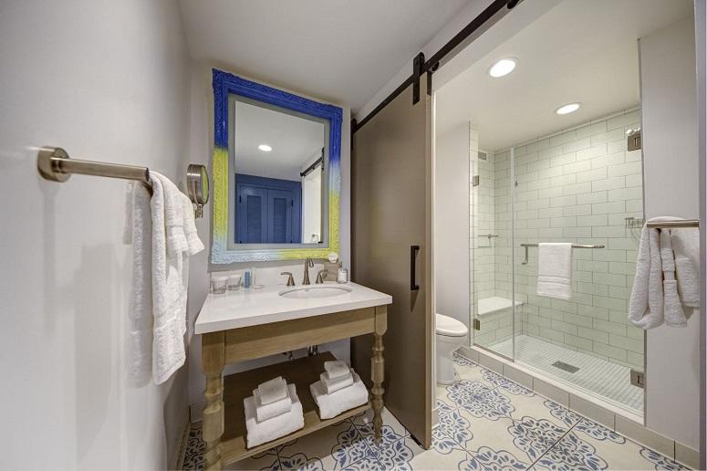 Loews Sapphire Falls Resort guest room bathroom