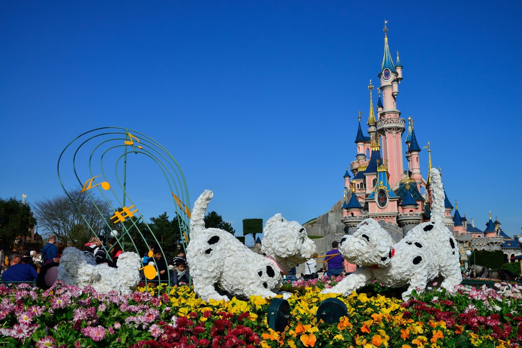Dalmatians topiary at Disneyland Paris