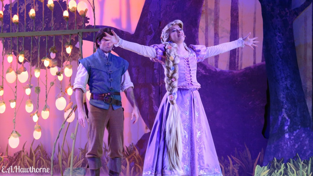 Forest of Enchantment Rapunzel with Flynn Rider