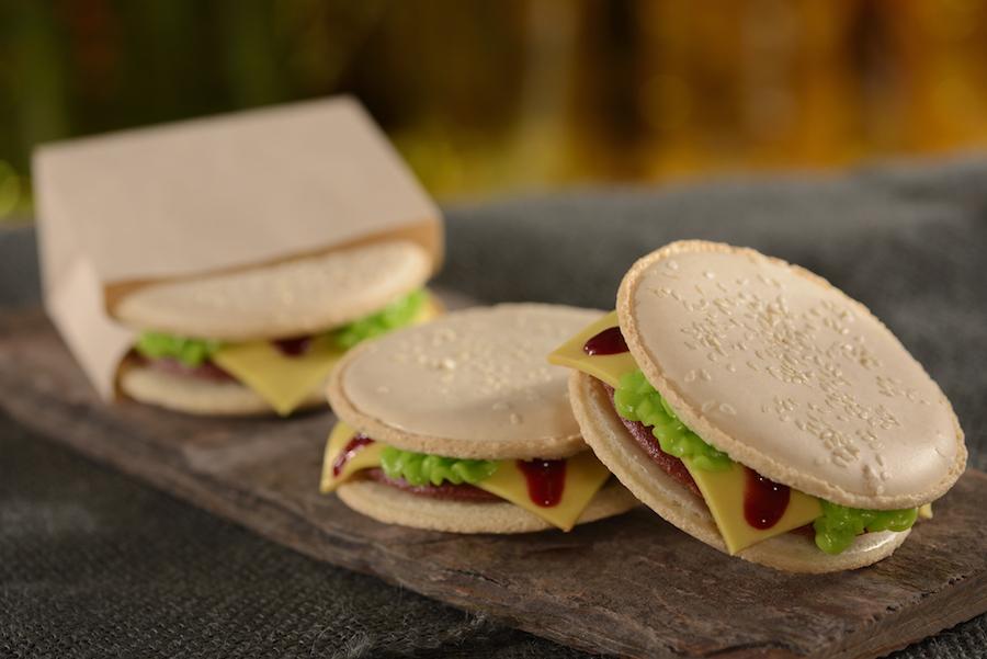 d-luxe-burger-red-velvet-burger-macaron