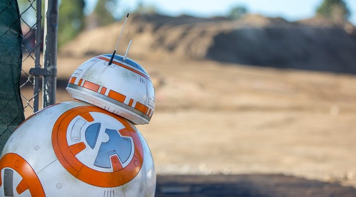 Take a 360 Degree View of Star Wars Land at Disneyland!