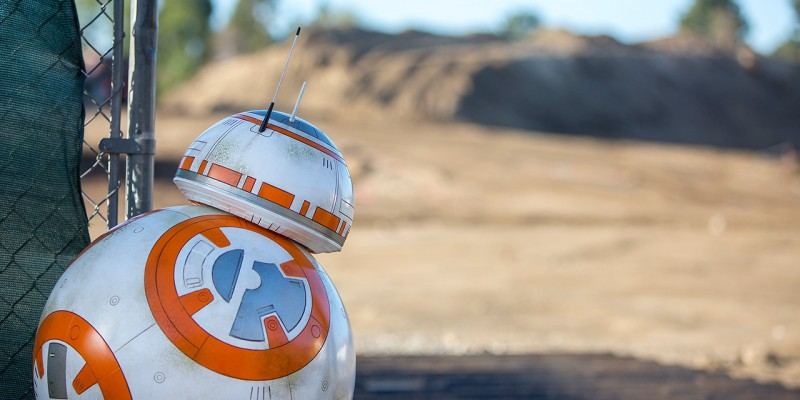 BB-8 Revealing land at Star Wars Land in Disneyland