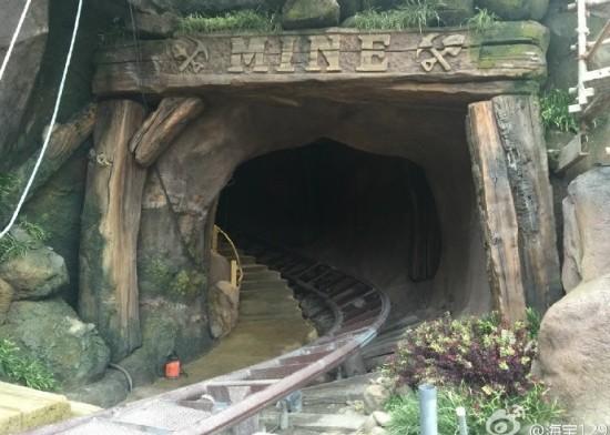 seven-dwarfs-mine-train-1