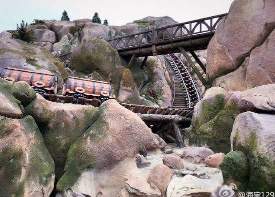 seven-dwarfs-mine-train-2