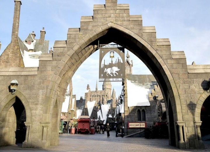 Wizarding World of Harry Potter Opens at Universal Studios Hollywood!
