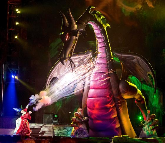 Fantasmic Returns to Disneyland!