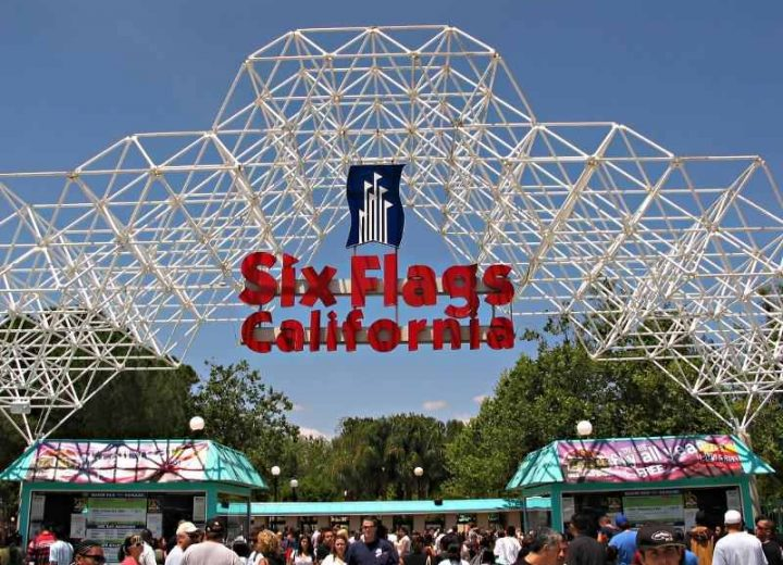 Six Flags Magic Mountain to Open Entire Year Beginning 2018